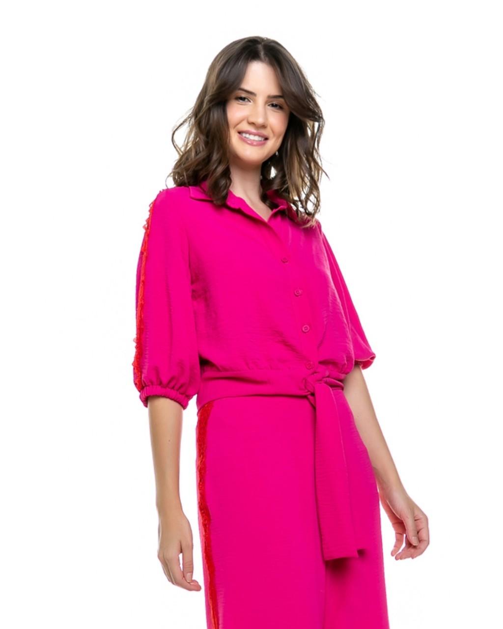 Camisa com Detalhes em Renda Chantilly