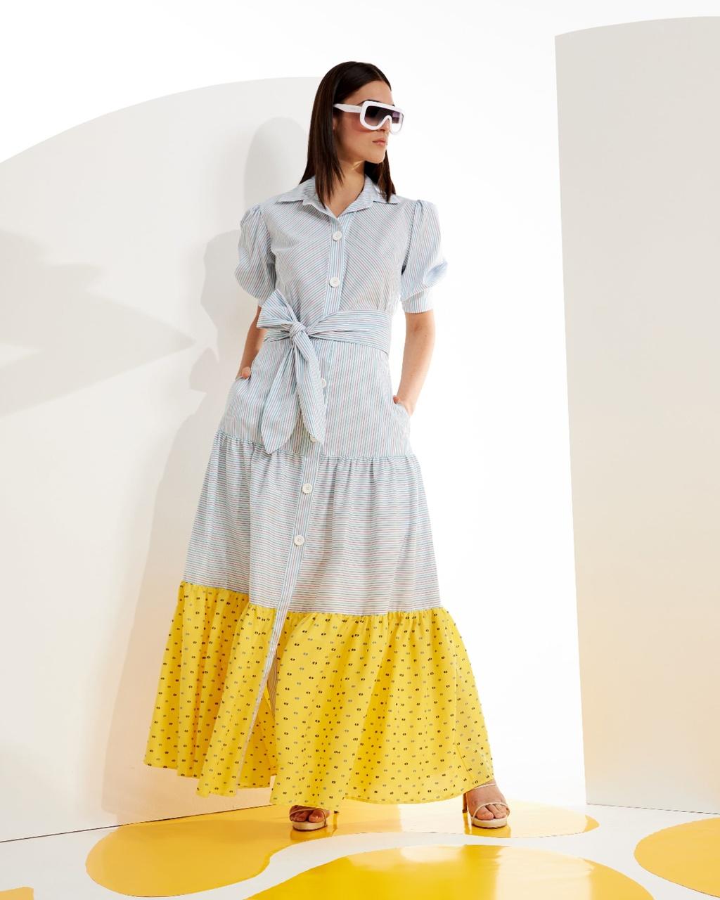 Vestido Longo Listrado com Recortes