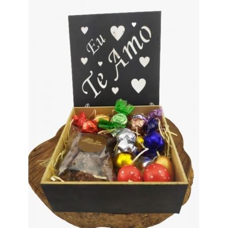 Caixa de Madeira Te Amo Presente Pelúcia Chocolates Gourmet
