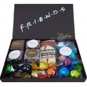Caixa Super Premium Tema Friends Bombons Pães de Mel Trufas