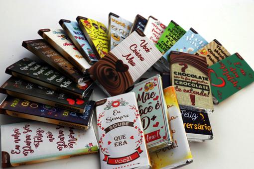 Cachepô de Madeira com Pelúcia, Flores, e Caixa de Chocolate com Corações Recheados Presente Criativo