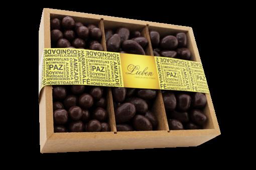 Caixa de Madeira Drágea Crocante Banana Passas Presente 550g