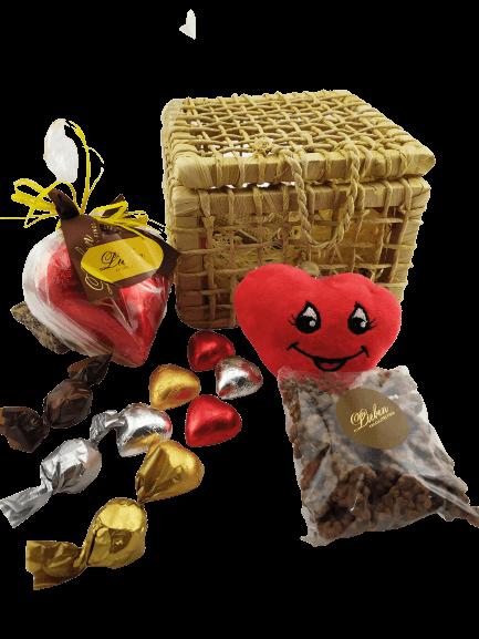 Caixa de Palha de Milho Decorativa Chocolate Pelúcia Coração Aniversário