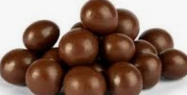 Drageado de Chocolate ao leite com passas 250g