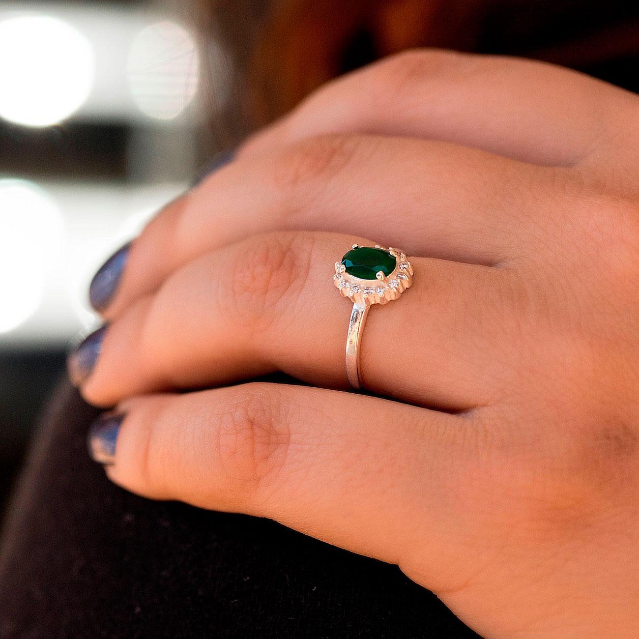 Anel com Pedra Verde Pequeno Prata 925 Feminino