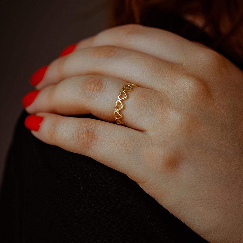 Anel de corações vazados banhado a ouro 18k feminino