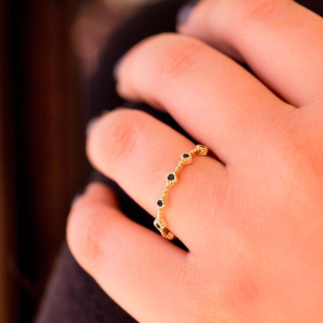 Anel Fino Dourado com Pedras Pretas Banhado a Ouro 18k