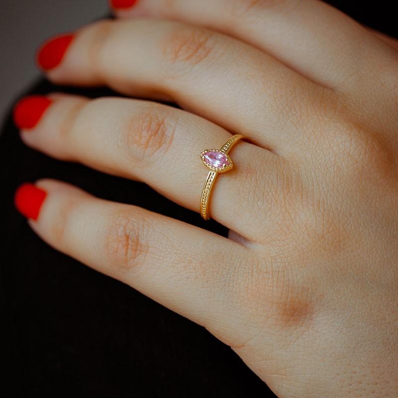 Anel fino pedra rosa navete banhado a ouro 18k feminino