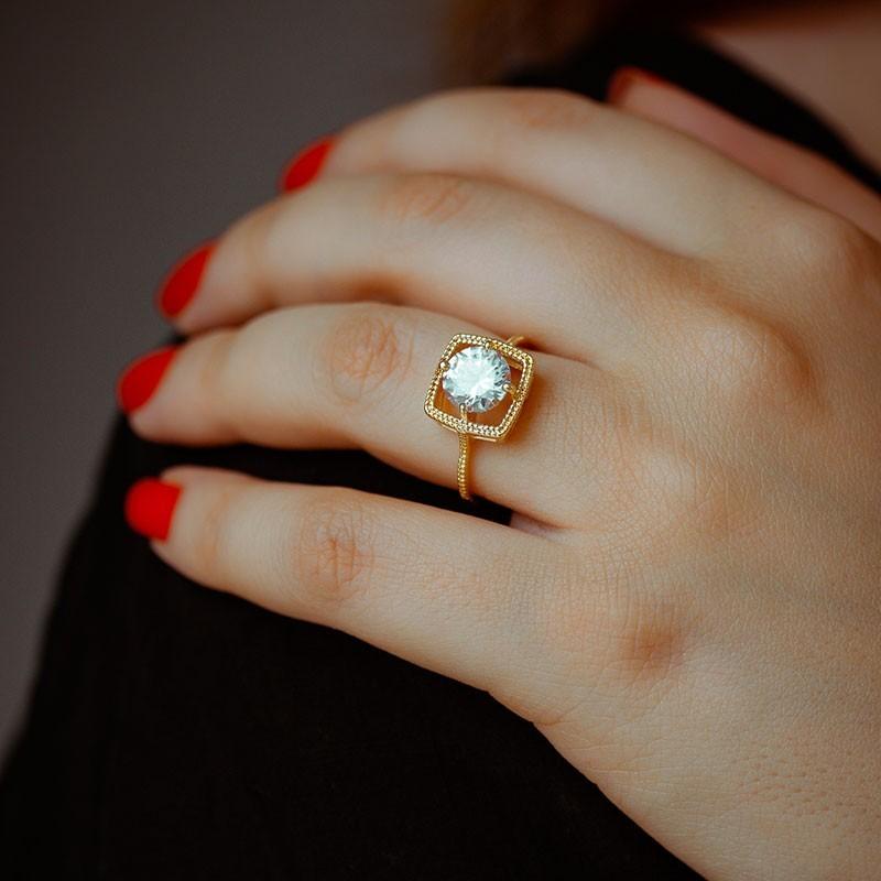 Anel solitário com aro quadrado banhado a ouro 18k feminino