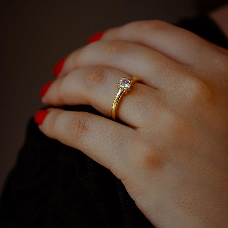 Anel solitário pedra embutida banhado a ouro 18k feminino