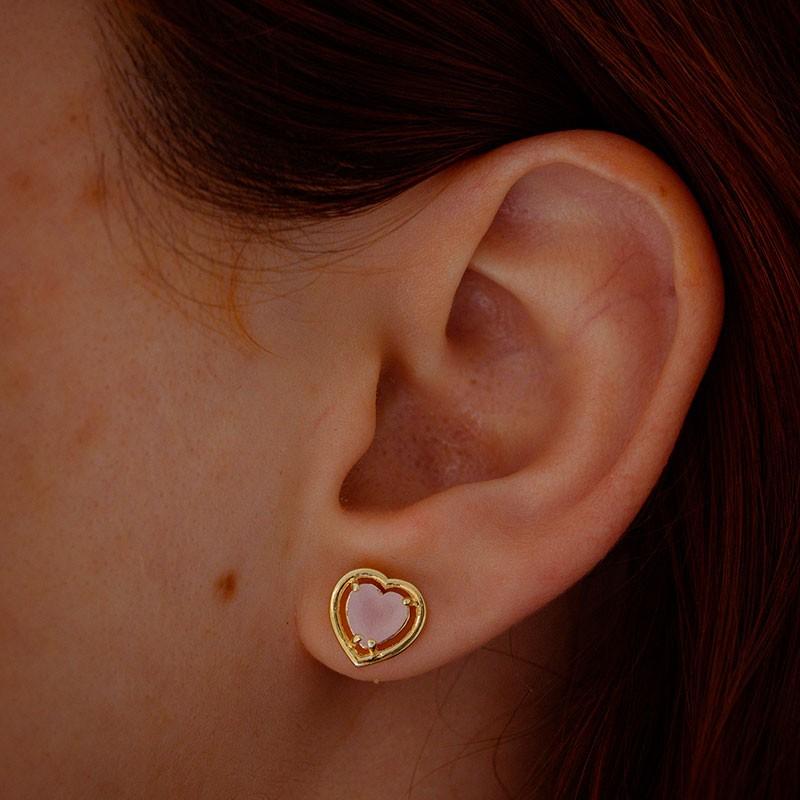 Brinco de coração com pedra rosa delicado banhado a ouro 18k feminino