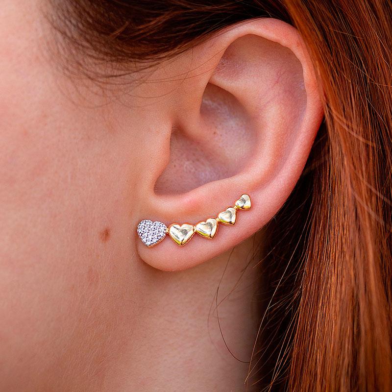 Brinco earcuff de corações banhado a ouro 18k feminino