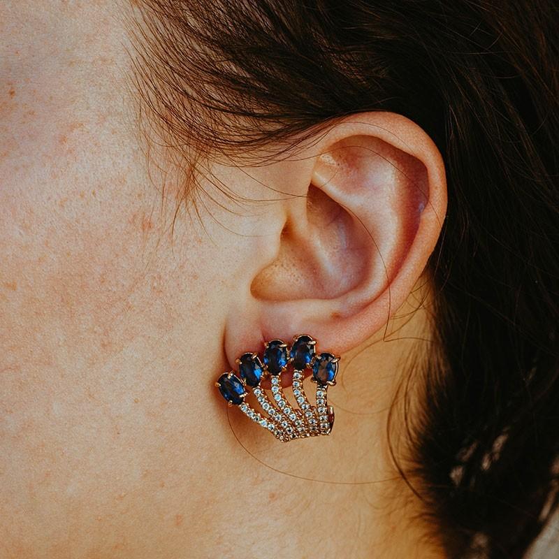 Brinco earhook com pedras azuis banhado a ouro 18k feminino
