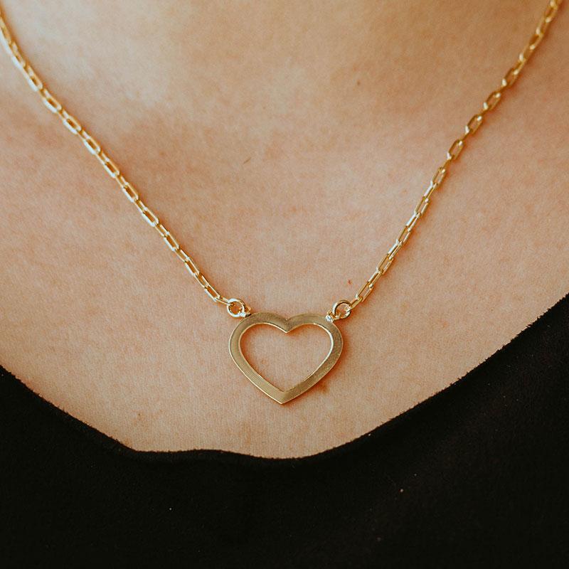 Colar cartier com pingente de coração vazado banhado a ouro 18k feminino