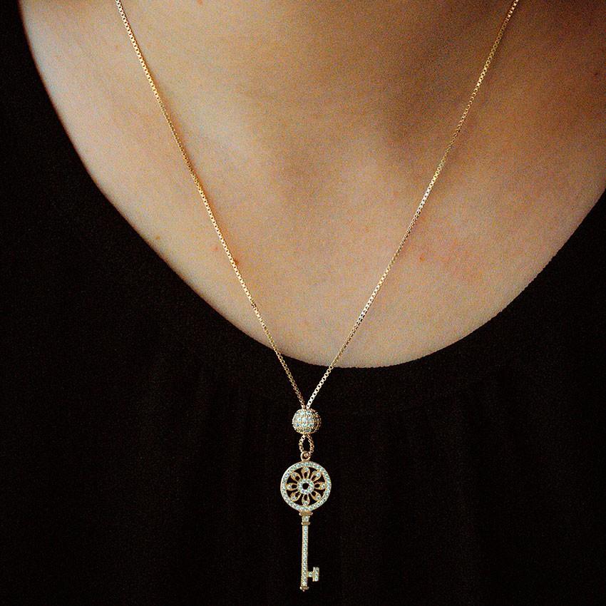 Colar Gravatinha Dourado com Chave Banhado à Ouro 18k Feminino