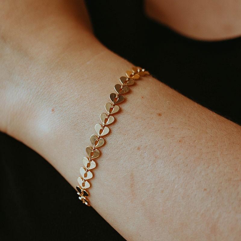 Pulseira de corações embutidos banhada a ouro 18k feminina