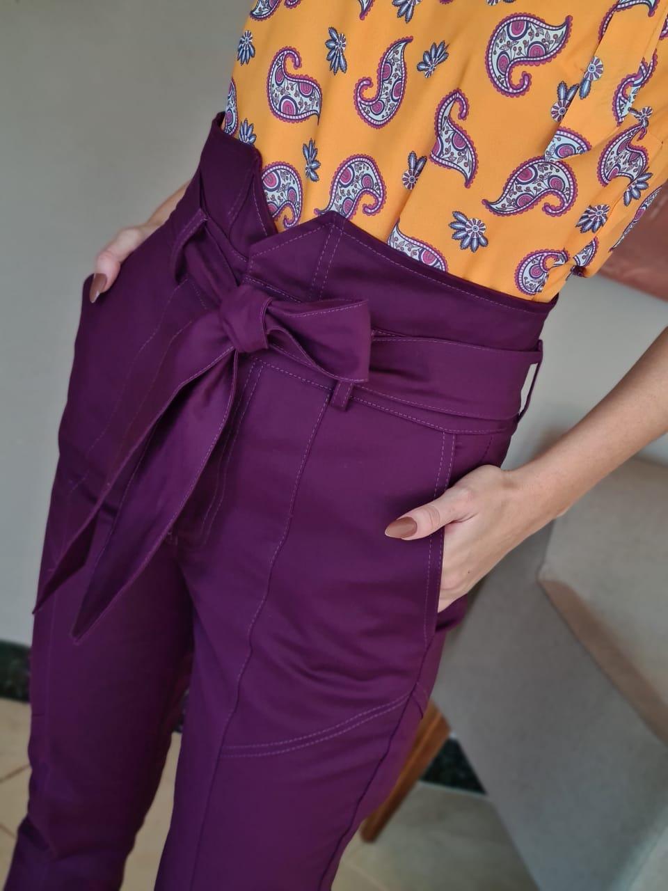 Calça Skinny Detalhe Recortes