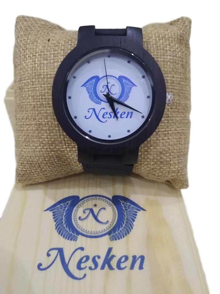 Gravação em Relógio de Madeira