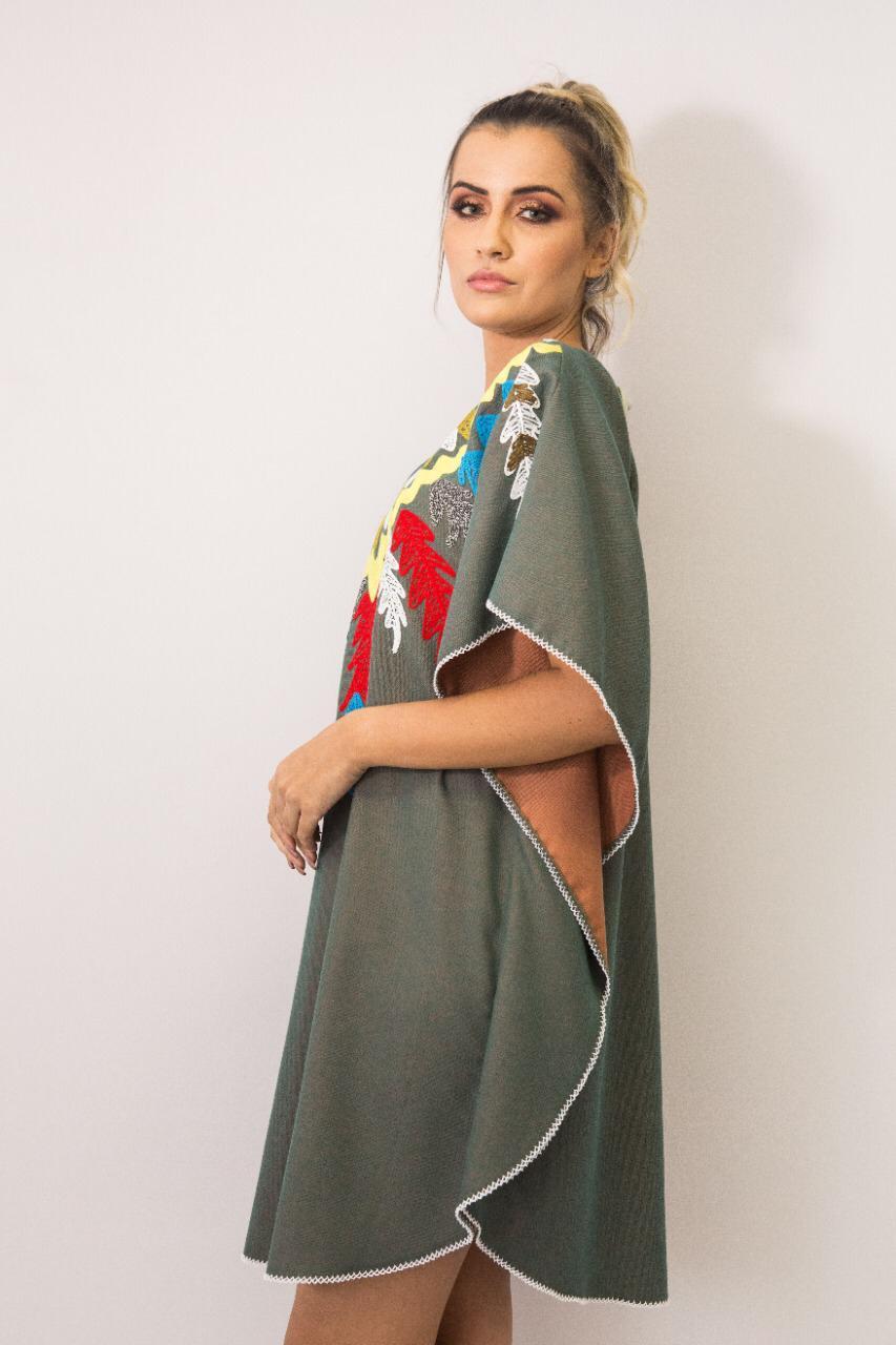 Vestido Kaftan Linho Bordada Fê Palazzo 22587 Tribos Cinza Exclusivo