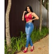 Calça Jeans Feminina com rasgo