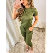 Conjunto de blusa e calça