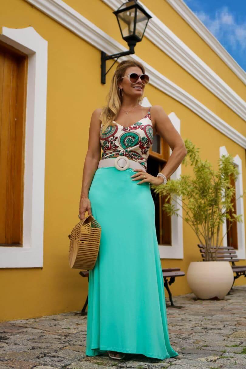 Conjunto de saia longa e blusa estampada