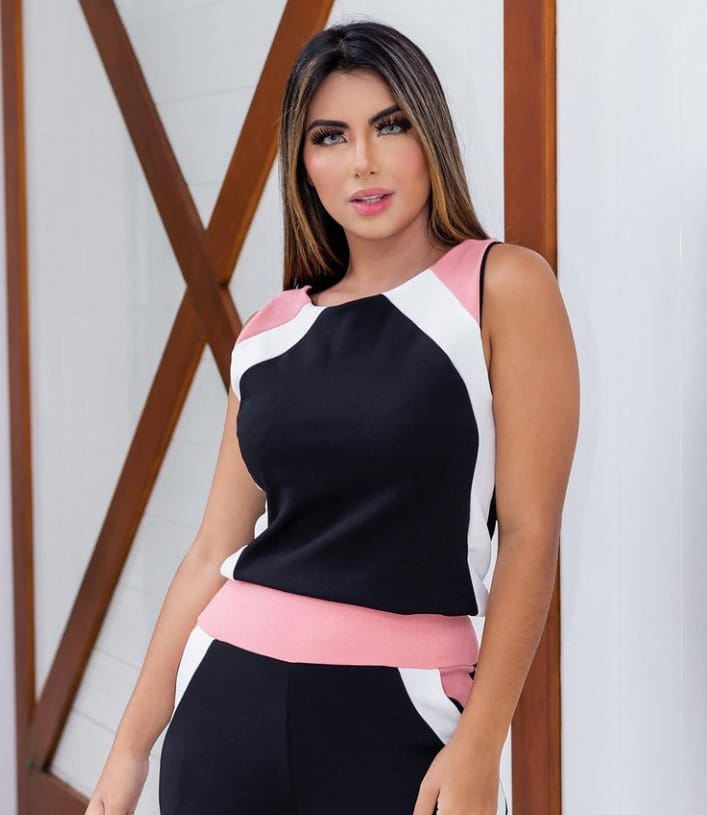 Conjunto Feminino de blusa e calça de malha crepe Rose