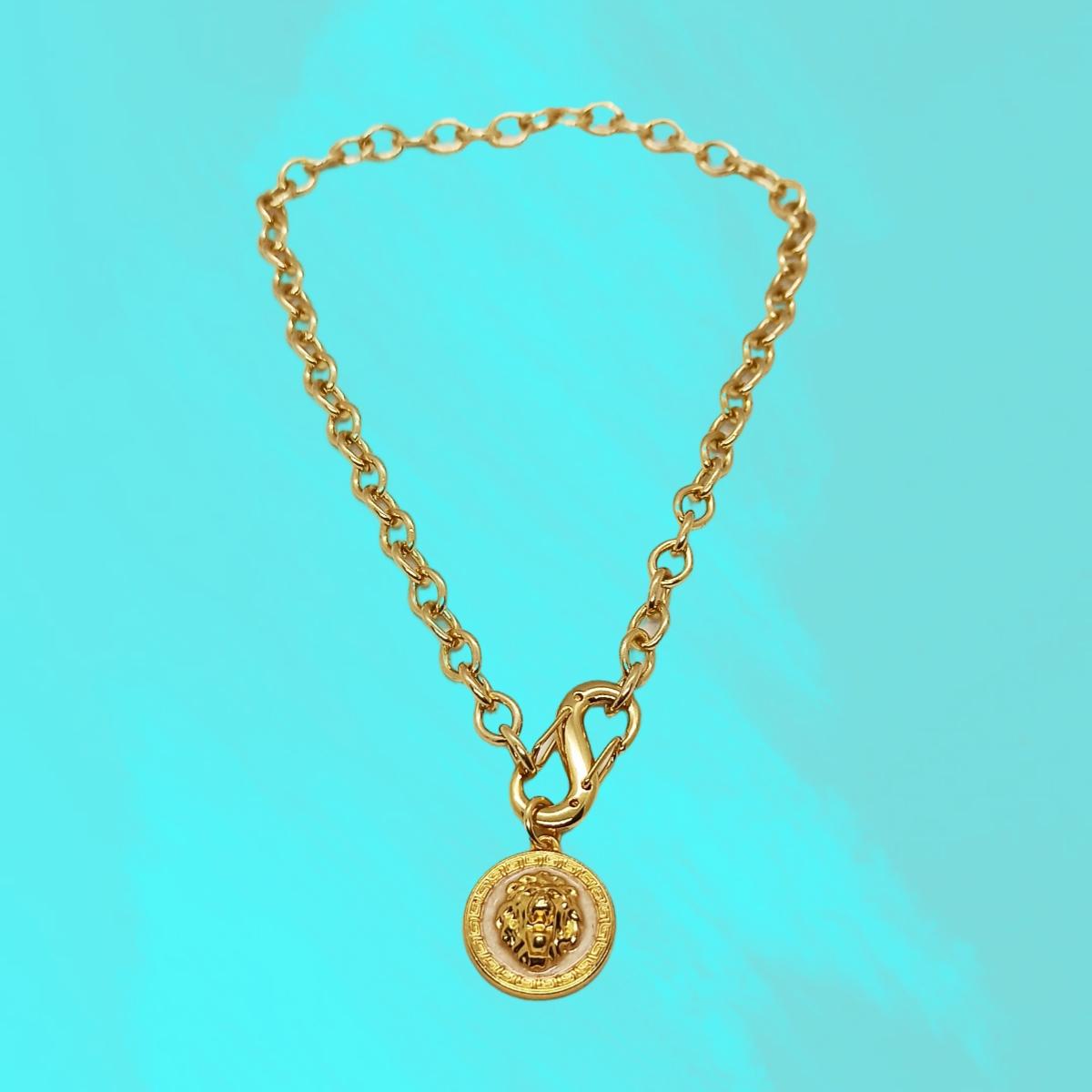 Colar / Corrente Medalha Leão, Esmaltado Perolizado, Dourado.