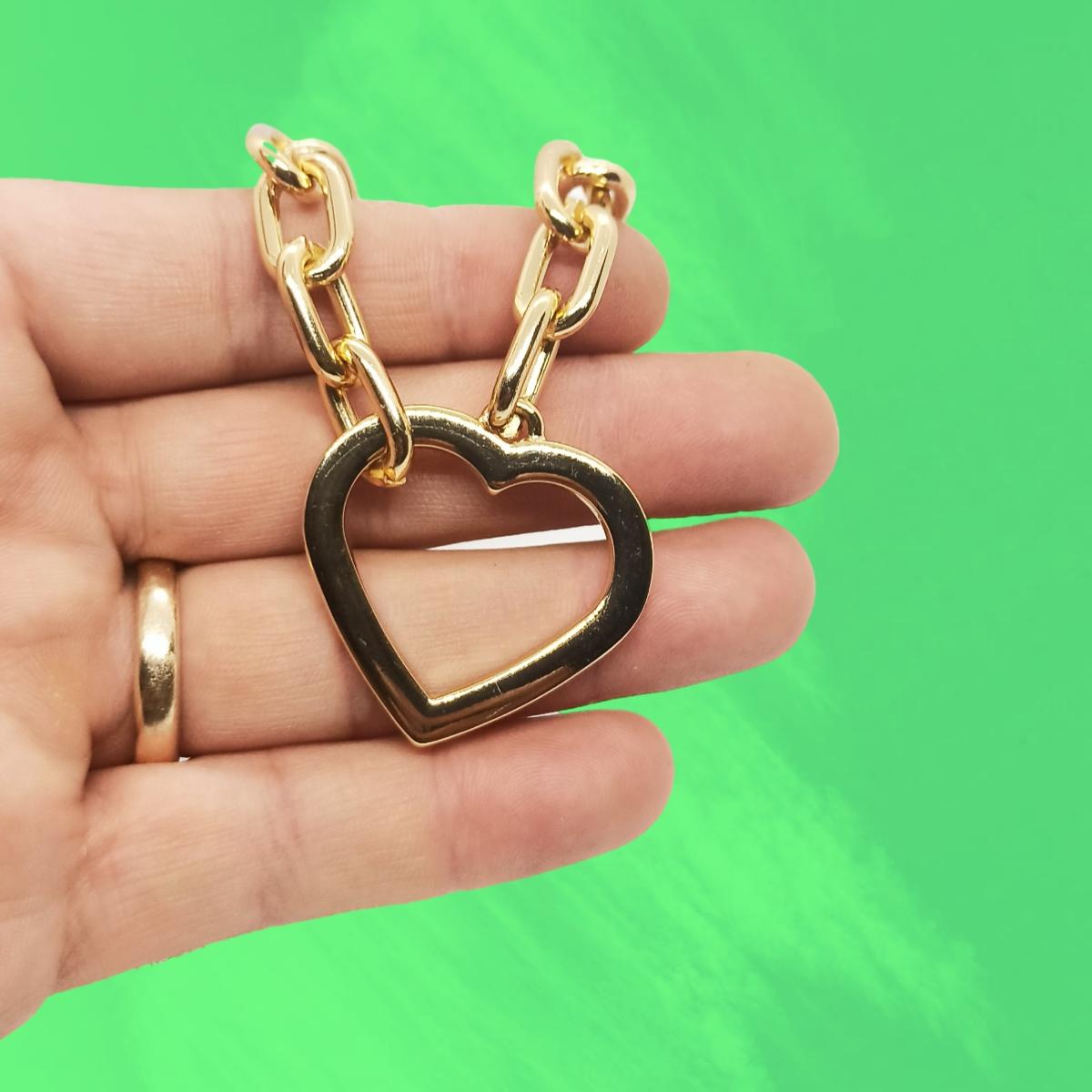 Pulseira com Coração Grande, Elos Ovais, Fecho de Coração, Dourada.