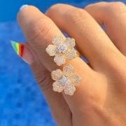 Anel Flor Dupla Cravejada Zircônia Branca Banho de Ouro 18K