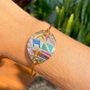 Bracelete Medalhas Riscos Zircônias Coloridas Banho de Ouro 18K - Tamanho Único