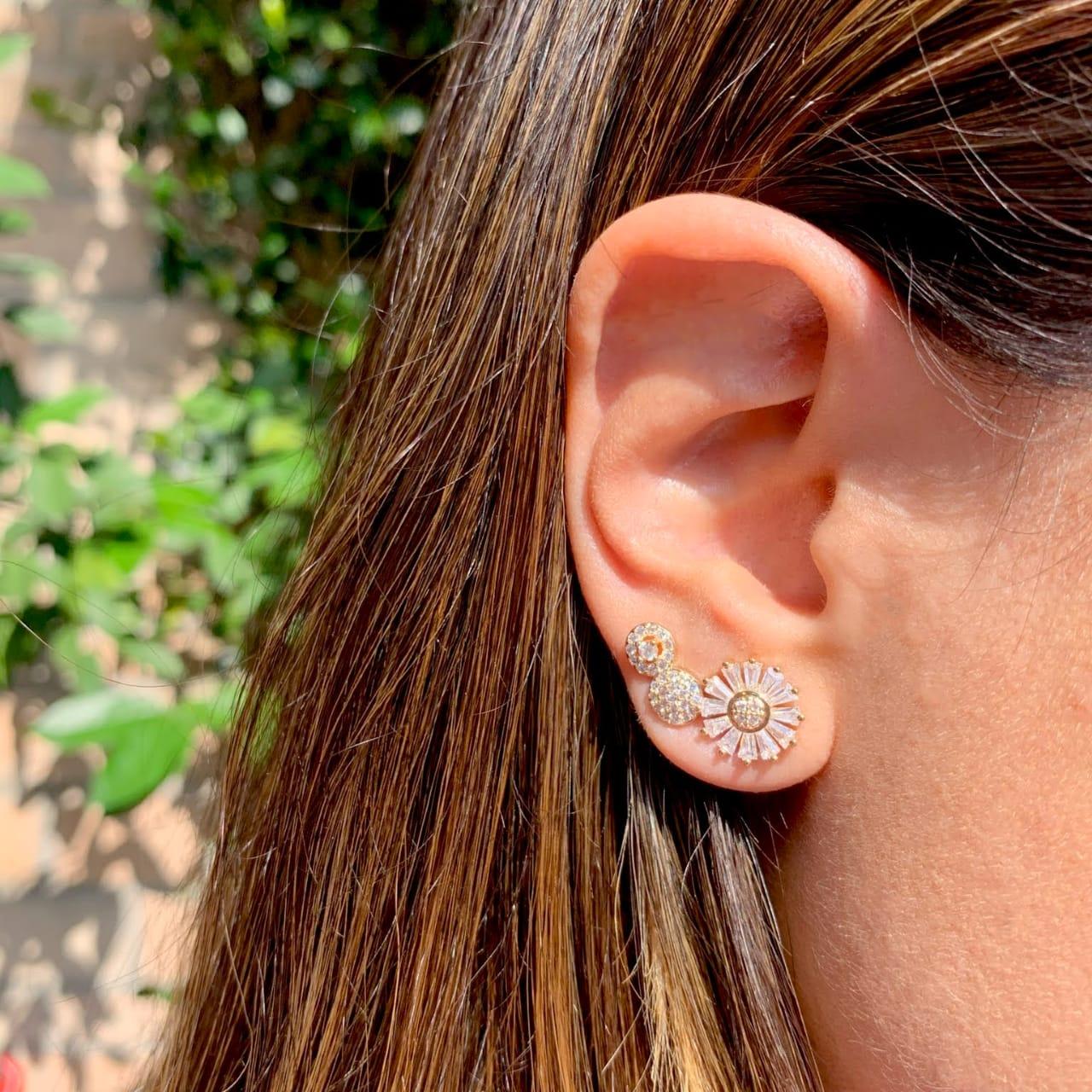 Brinco Ear Cuff Flor de Baguetes Zircônia Branca Banho de Ródio Branco