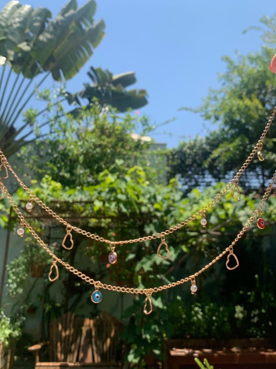 Colar Olho Grego e Coração Vazado Resina Banho de Ouro 18K - 80 cm