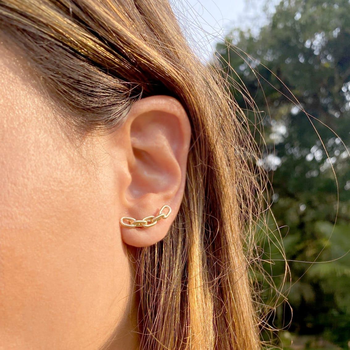 Conjunto Ear Cuff Elos Entrelaçado Liso Banho de Ouro 18K + Anel Correntaria Elos Entrelaçados