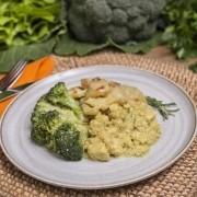 Frango ao curry + Batata doce em rodelas + Brócolis refogado (300g)