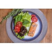 Salada Bowl Arco-iris com molho italiano + salmão grelhado (338g)