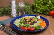 Salada Copo Delifresh com molho italiano + Saltenha Marguerita (320g)