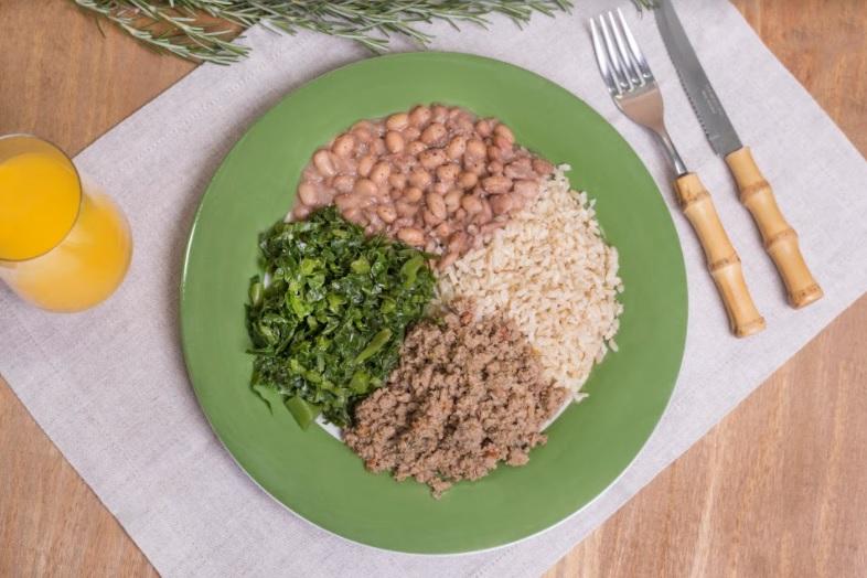 Carne moída + Arroz integral + Feijão carioca + Couve refogada (380g)