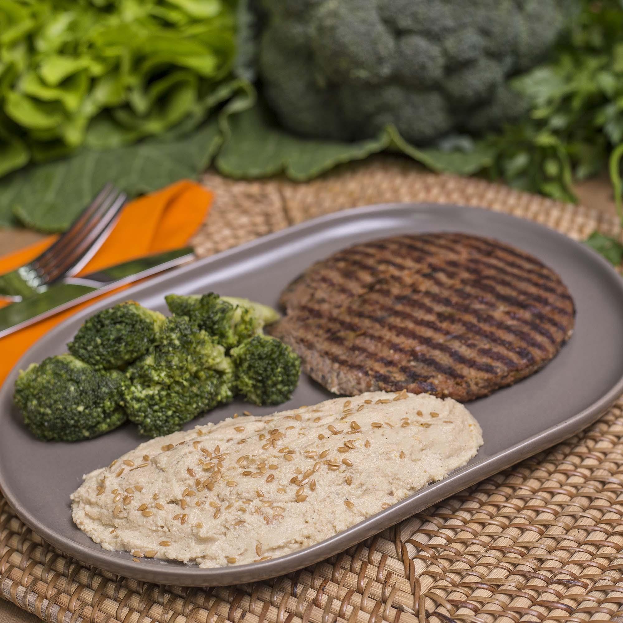 Hambúrguer de quinoa e cogumelos + Brócolis refogado + Homus (340g)