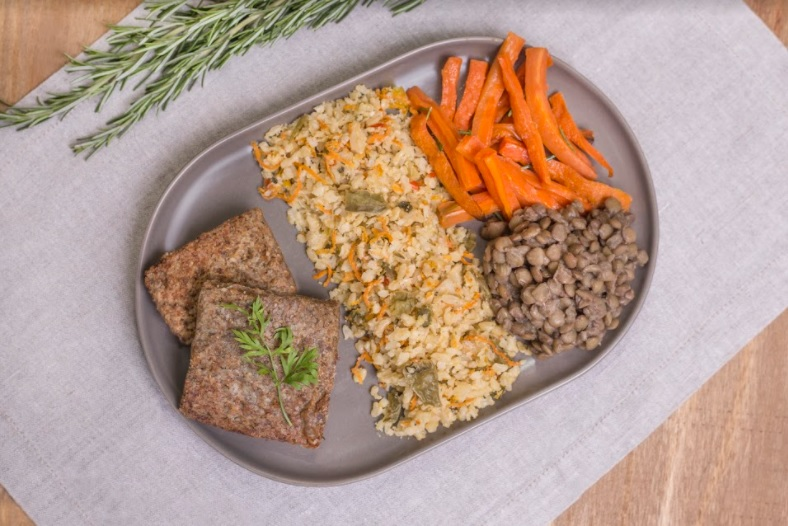Kibe assado + Arroz integral a grega + Lentilha + Cenoura ao forno (380g)