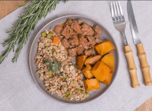 Picadinho de filé mignon + Arroz 7 cereais com Edamame  + Abobora (350g)
