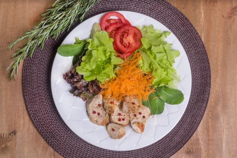 Salada Bowl Arco-íris com molho italiano + frango grelhado com limão siciliano (300g)