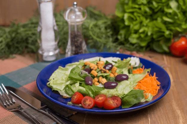 Salada Copo Delifresh com molho italiano + Quiche de queijo