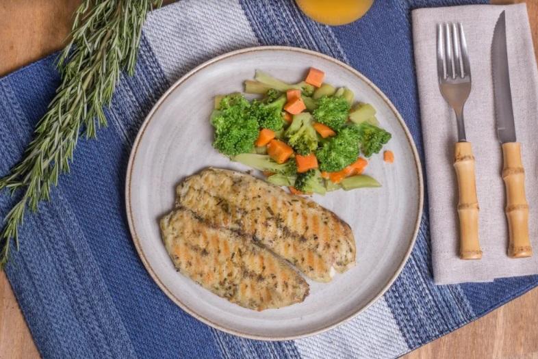 Filé St peter com ervas finas + Mix legumes (200g)
