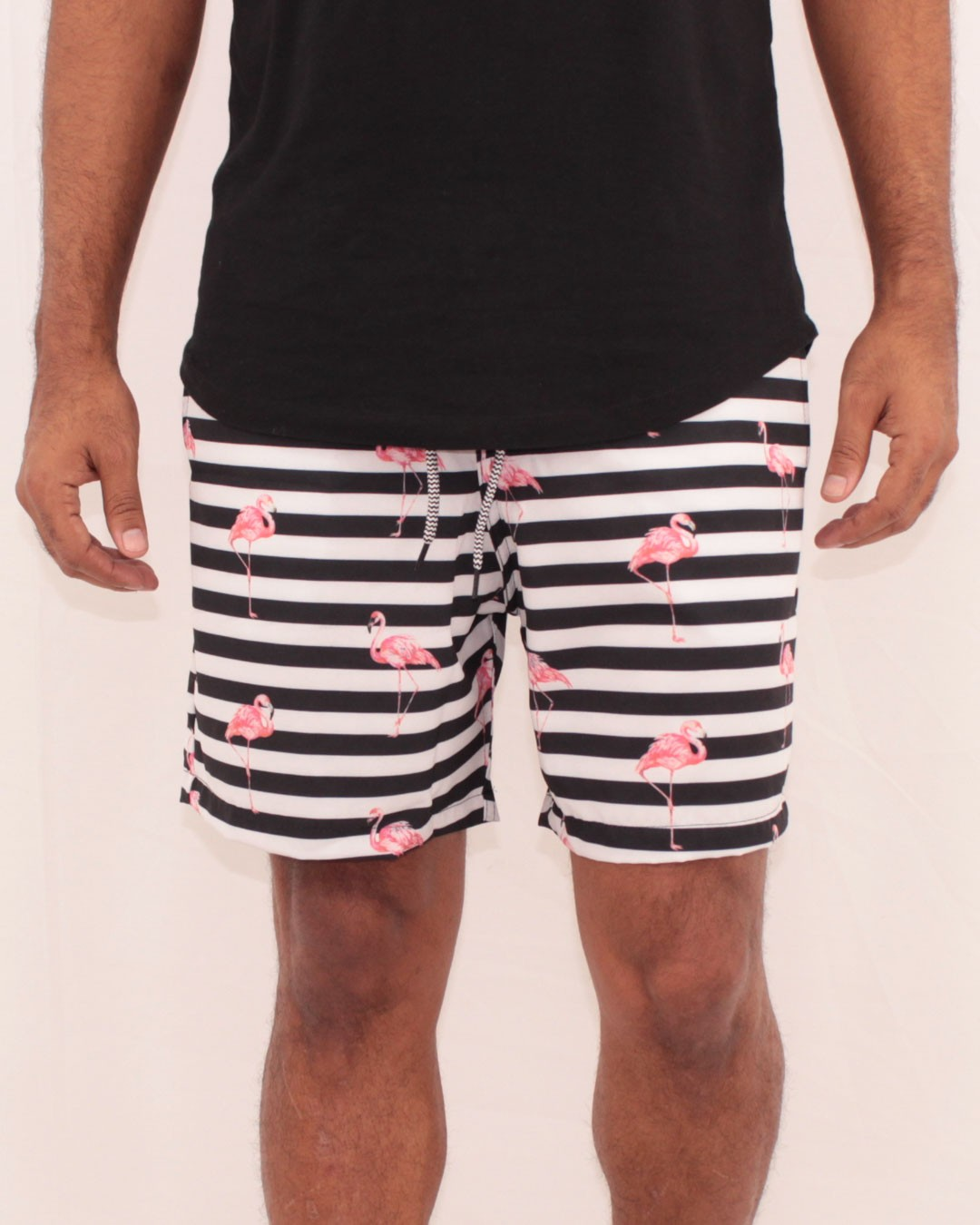 SHORTS MASCULINO LISTRAS E FLAMINGOS - ALL FREE