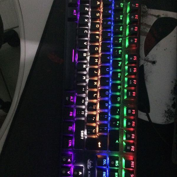 TECLADO USB GAMER MECANICO COM LED RGB CHROMA SWITCH AZUL PRETO KP-TM005