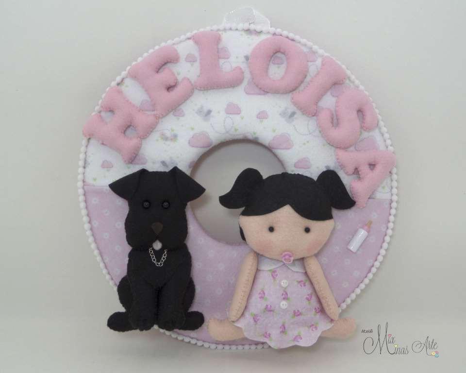 Enfeite de Porta Maternidade Menina e Labrador
