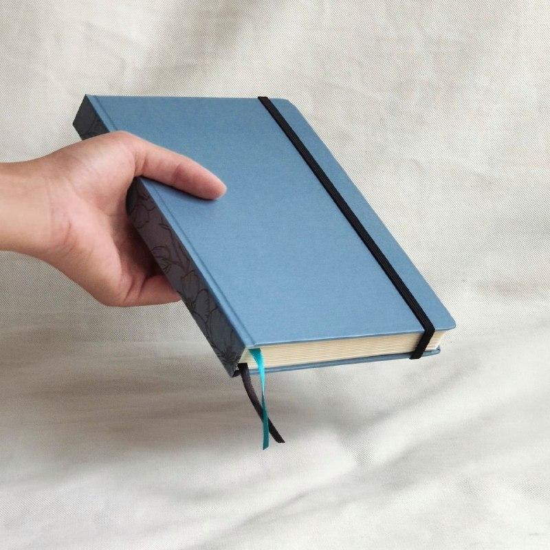 caderneta lombada florida azul 120 g/m²