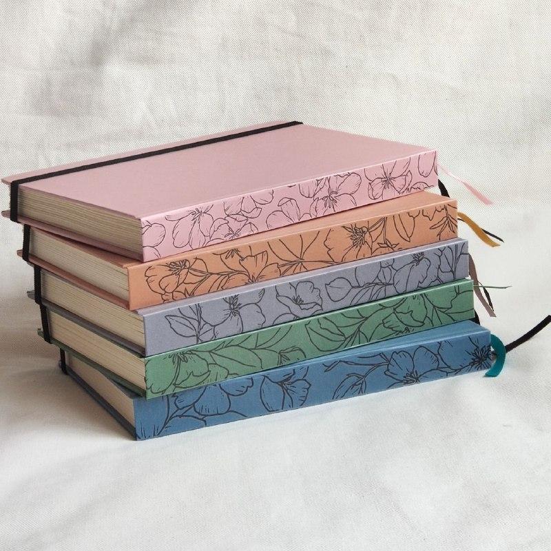 caderneta lombada florida cinza 90g/m²
