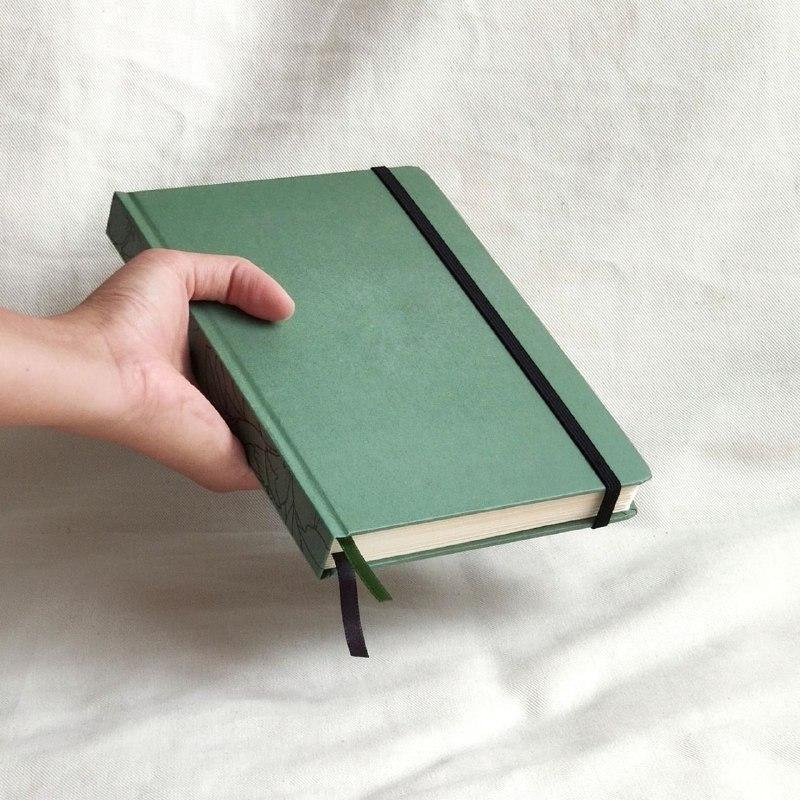 caderneta lombada florida verde 120 g/m²